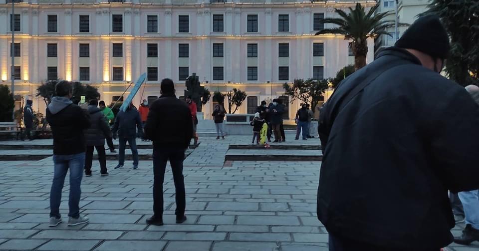 Συγκέντρωση-διαμαρτυρίας-απο-ερασιτέχνες-ψαράδες-και-κυνηγούς-στη-πλατεία-Καπνεργάτη