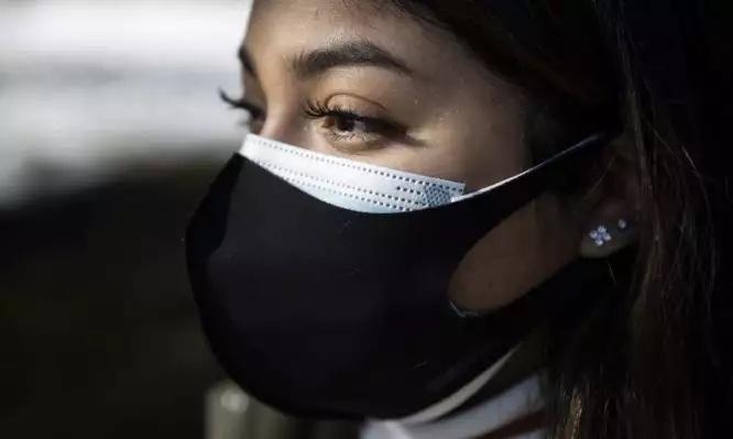 Κορονοϊός:-Ποιες-αλλαγές-εξετάζονται-για-τη-χρήση-μάσκας-σε-δημόσιους-χώρους-και-μέσα-μεταφοράς
