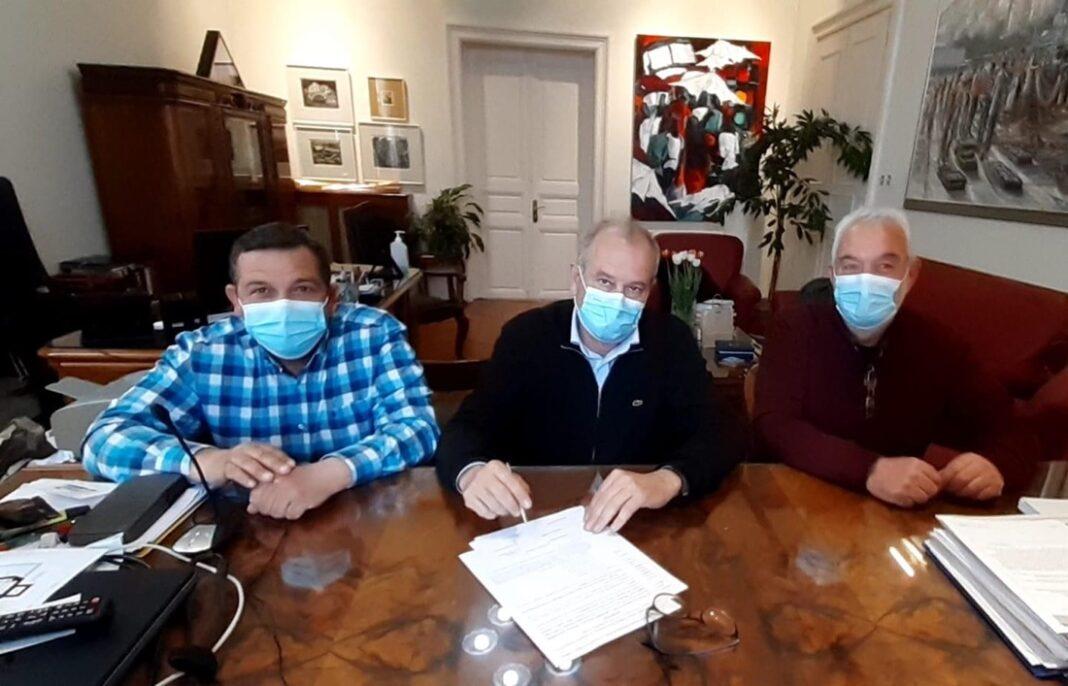 Υπογραφή-σύμβασης-για-τις-συντηρήσεις-σχολικών-κτηρίων-του-Δήμου-Καβάλας