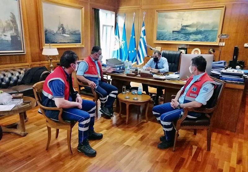 Με-τον-Νίκο-Παναγιωτόπουλο-συναντήθηκε-προσωπικό-του-ΕΚΑΒ-Καβάλας-και-συζήτησαν-τα-προβλήματα
