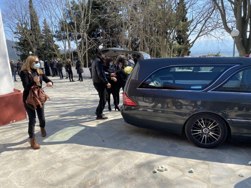 Σε-κλίμα-οδύνης-η-κηδεία-του-Γιώργου-Καραϊβάζ-στην-Καλλίφυτο-Δράμας