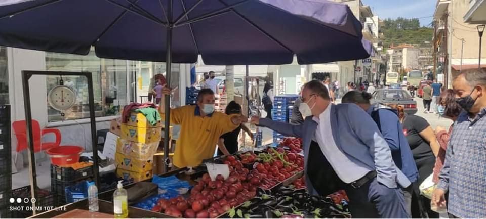 Επίσκεψη-του-Δημάρχου-Παγγαίου-στην-αγορά-της-Ελευθερούπολης-Τηρούν-τα-υγειονομικά-μέτρα-οι-επαγγελματίες