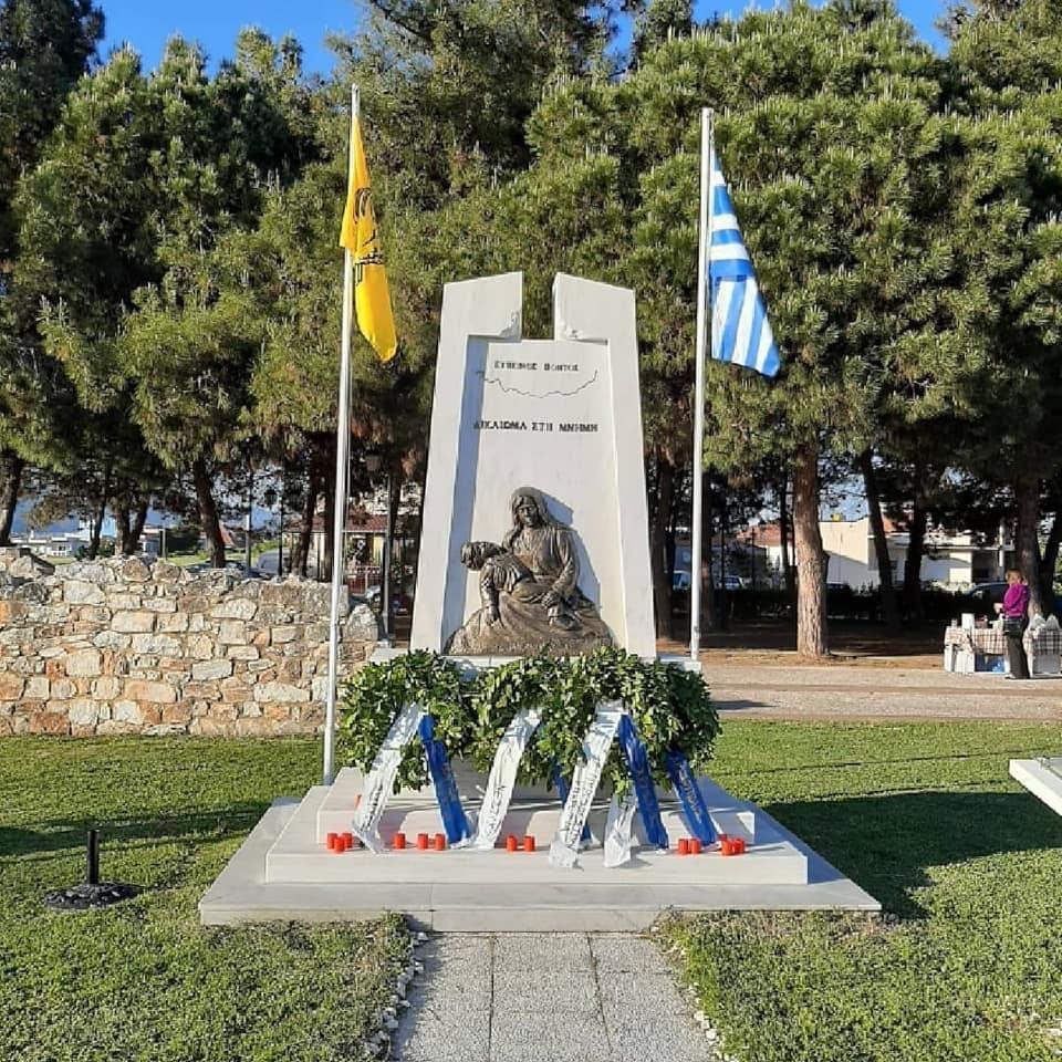 Ο-Σύλλογος-Ποντίων-Νέστου-κατέθεσε-στεφάνι-στο-μνημείο-την-Πόντιας-Μάνας-στη-Χρυσούπολη