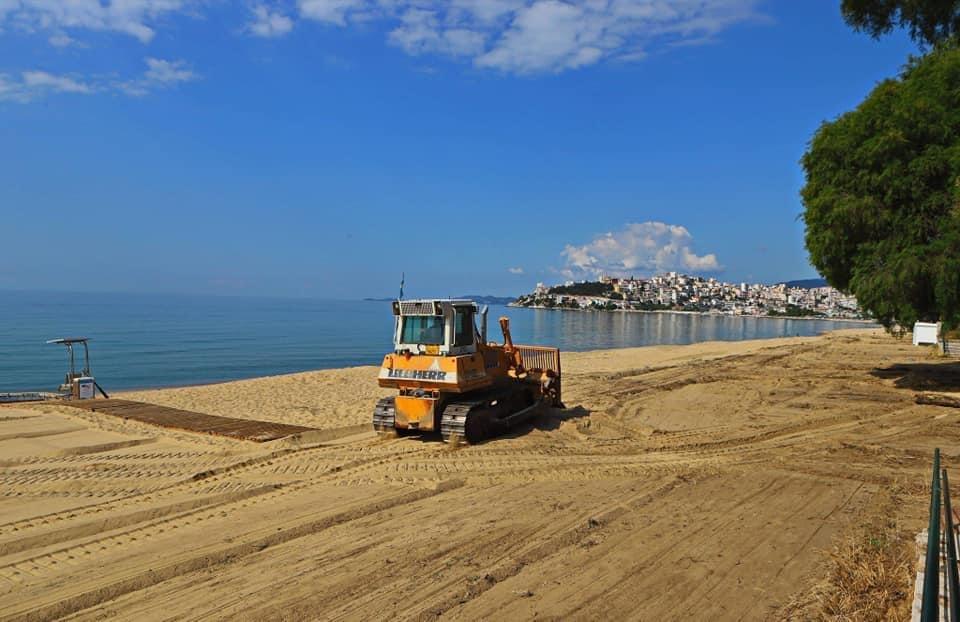 Εργασίες-επίστρωσης-της-άμμου-στις-παραλίες-της-Καβάλας