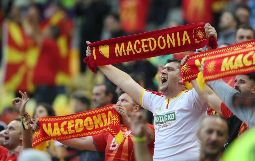 euro-2020:-Αυστρία-Βόρεια-Μακεδονία-–-Προκλητικά-κασκόλ-από-τους-γείτονες
