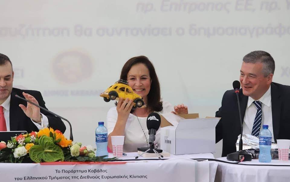 """Παρουσίαση-του-βιβλίου-της-Άννας-Διαμαντοπούλου-""""Από-το-Ντεσεβό-στο-drone,-Πρόοδος-και-ειρήνη-για-τον-21ο-αιώνα"""""""