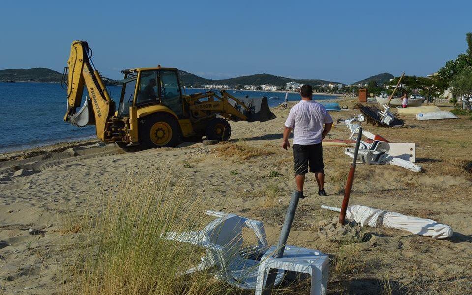 Ο-Δήμος-Παγγαίου-εκ-νέου-προχωρά-σε-απομάκρυνση-πακτωμένων-ομπρελών