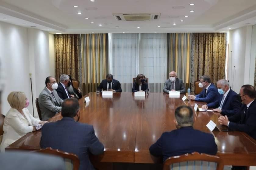 Σύσκεψη-της-Προέδρου-της-Δημοκρατίας-με-θεσμικούς-φορείς-στο-γραφείο-του-Αντιπεριφερειάρχη-Καβάλας