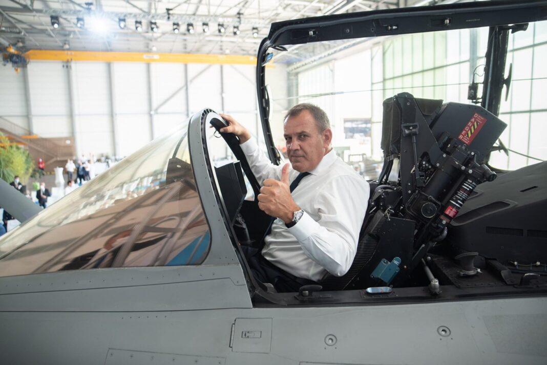 """Παρουσία-ΥΕΘΑ-Νικόλαου-Παναγιωτόπουλου-στην-τελετή-παραλαβής-του-πρώτου-μαχητικού-αεροσκάφους-""""rafale""""-της-ΠΑ.-στην-Ιστρ-της-Γαλλίας"""