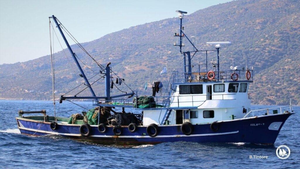 Προκλητική,-Καταστροφική-και-Παράνομη-Αλιεία-από-6-Τουρκικές-Μηχανότρατες-κοντά-στις-ακτές-της-Λέρου