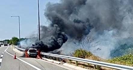 Φωτιά-σε-ΙΧ-όχημα-στην-Εγνατία-Οδό