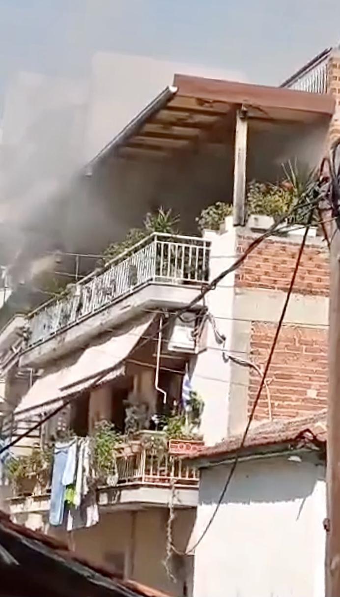 Γείτονες-έσωσαν-ηλικιωμένη-και-τον-εγγονό-της-απο-την-φωτιά-video