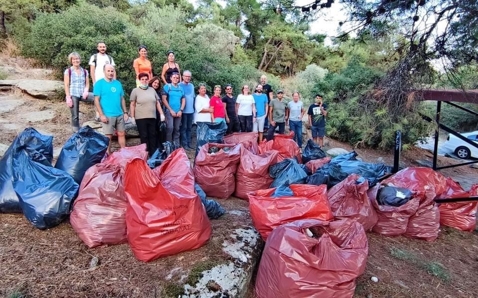 Με-επιτυχία-πραγματοποιήθηκε-η-εθελοντική-δράση-για-τον-καθαρισμό-του-περιαστικού-δάσους-στην-περιοχή-της-Χωράφας