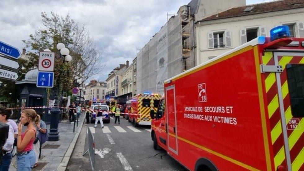 Γαλλία:-Αυτοκίνητο-έπεσε-σε-καφετέρια-–-Πληροφορίες-για-τραυματίες