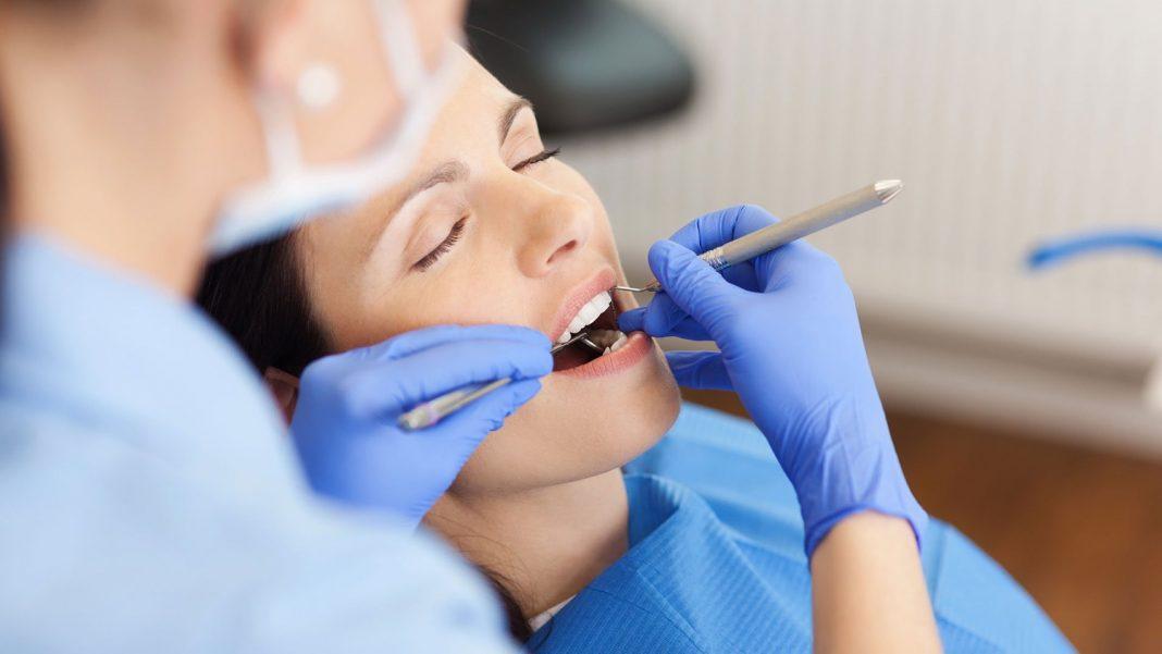 Τι-ισχύει-για-την-επίσκεψη-στον-οδοντίατρο:-Οι-αντιδράσεις,-η-διαβεβαίωση-Πλεύρη-και-οι-νέες-οδηγίες