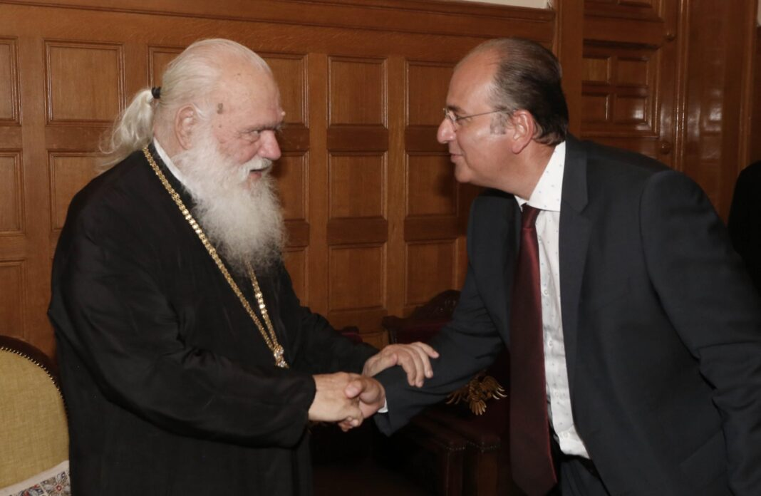 Μακάριος-Λαζαρίδης:-Ευχαρίστησα-τον-Αρχιεπίσκοπο-για-τη-στάση-της-Εκκλησίας-στην-αντιμετώπιση-της-πανδημίας